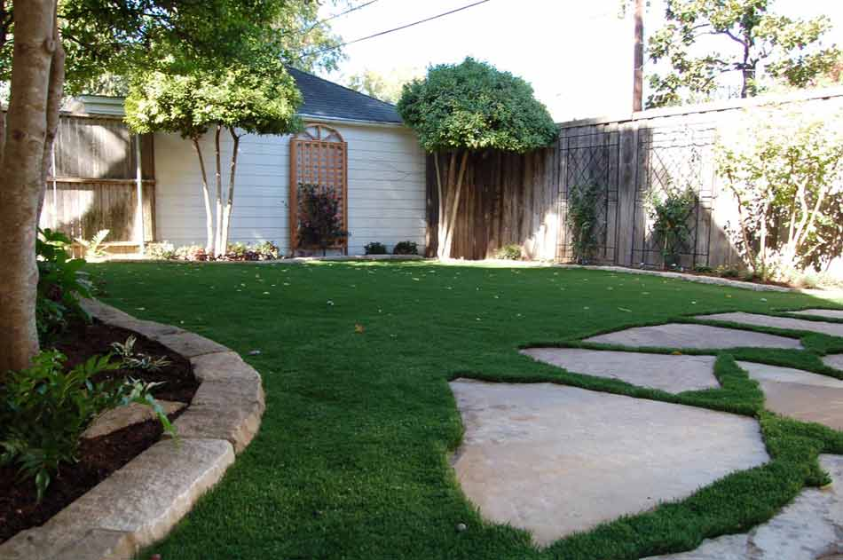 Backyard artificial turf in Tulsa